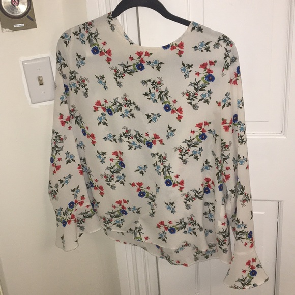 3bc71dd3cd0f10 Floral bell sleeve chiffon blouse. M_5aefca373a112eb41773525b